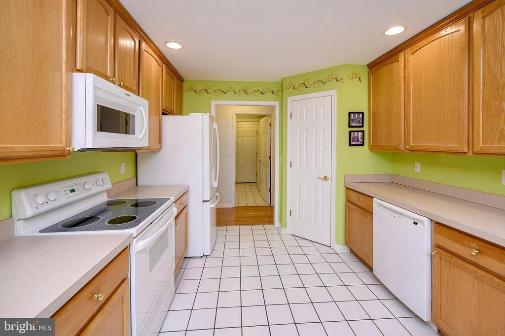 Plenty of Cabinet space & a Pantry. - 509 MT PLEASANT DR, LOCUST GROVE