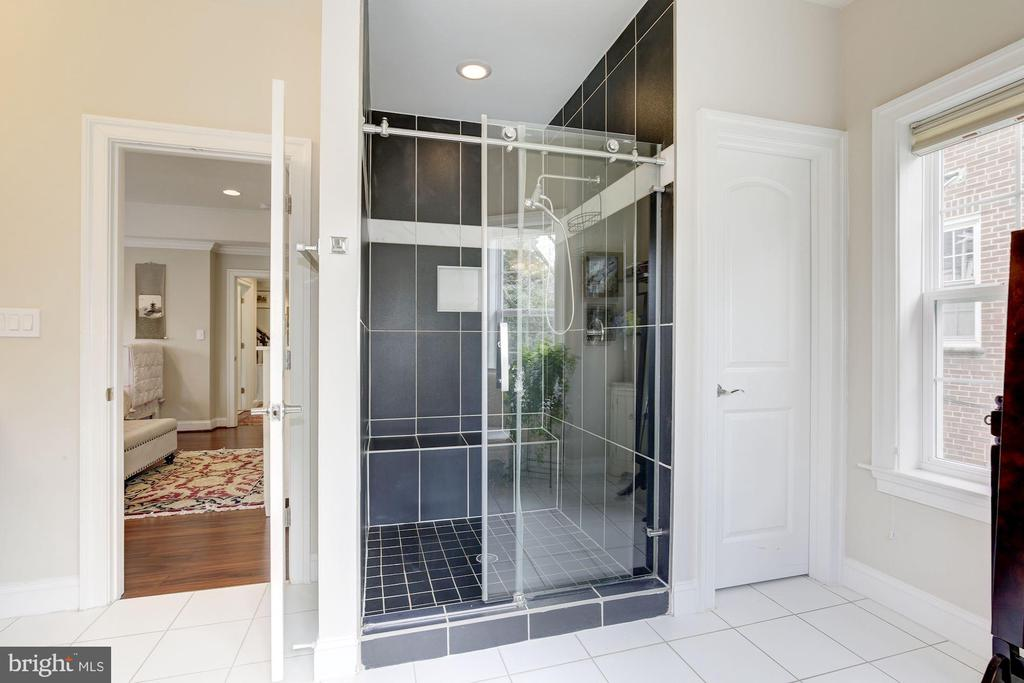 and a great shower - 5536 30TH PL NW, WASHINGTON