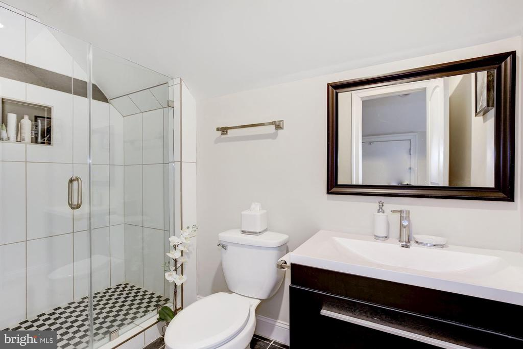 Third floor bath - 5536 30TH PL NW, WASHINGTON