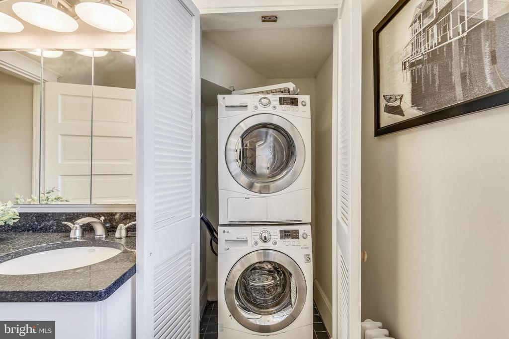 Stacked Washer/Dryer on Upper 1 - 201 W WALNUT ST, ALEXANDRIA