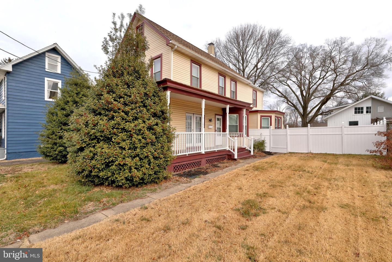 Single Family Homes por un Venta en 566 DELAWARE Avenue Roebling, Nueva Jersey 08554 Estados Unidos