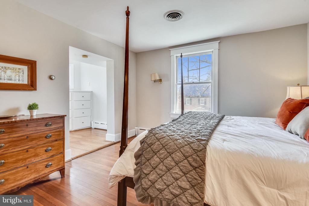 Master Bedroom - 201 W WALNUT ST, ALEXANDRIA