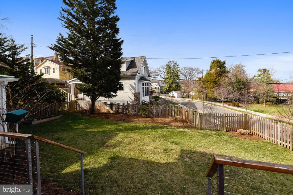 Fenced Backyard - 201 W WALNUT ST, ALEXANDRIA