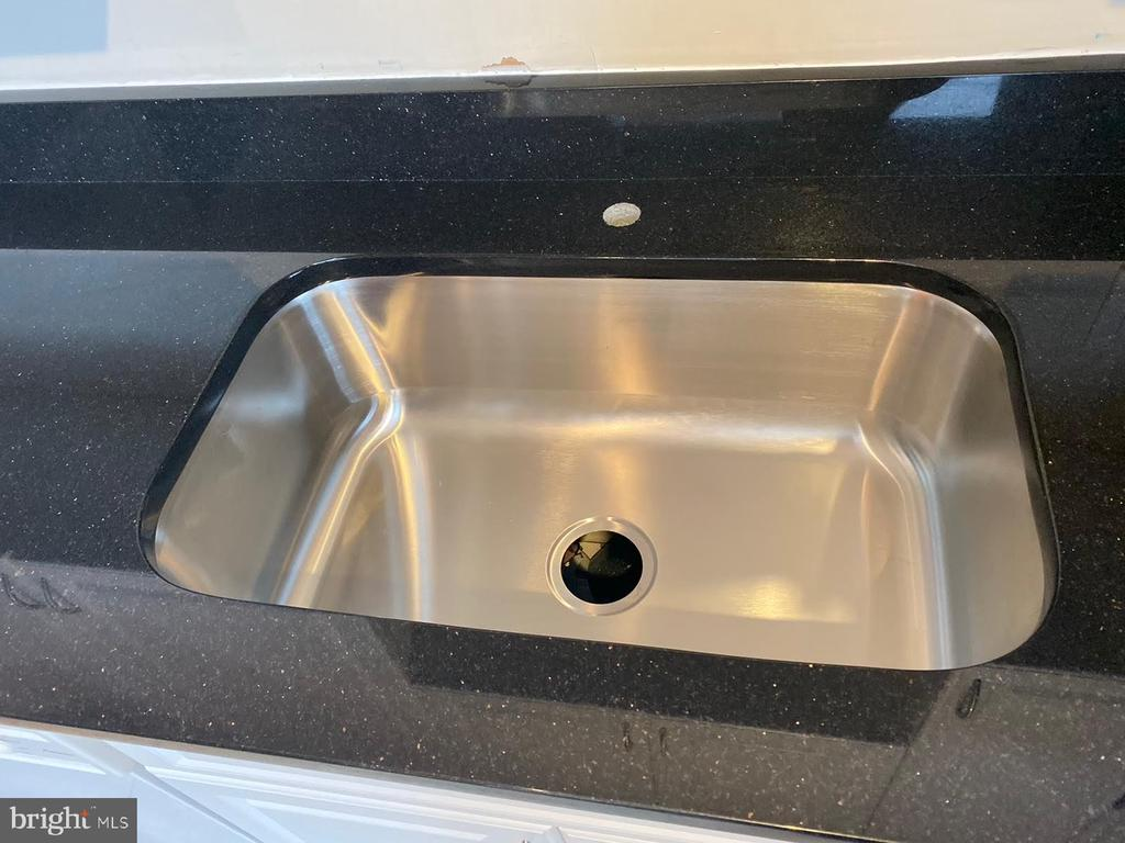 new granite counter top and sink - 555 MASSACHUSETTS AVE NW #202, WASHINGTON