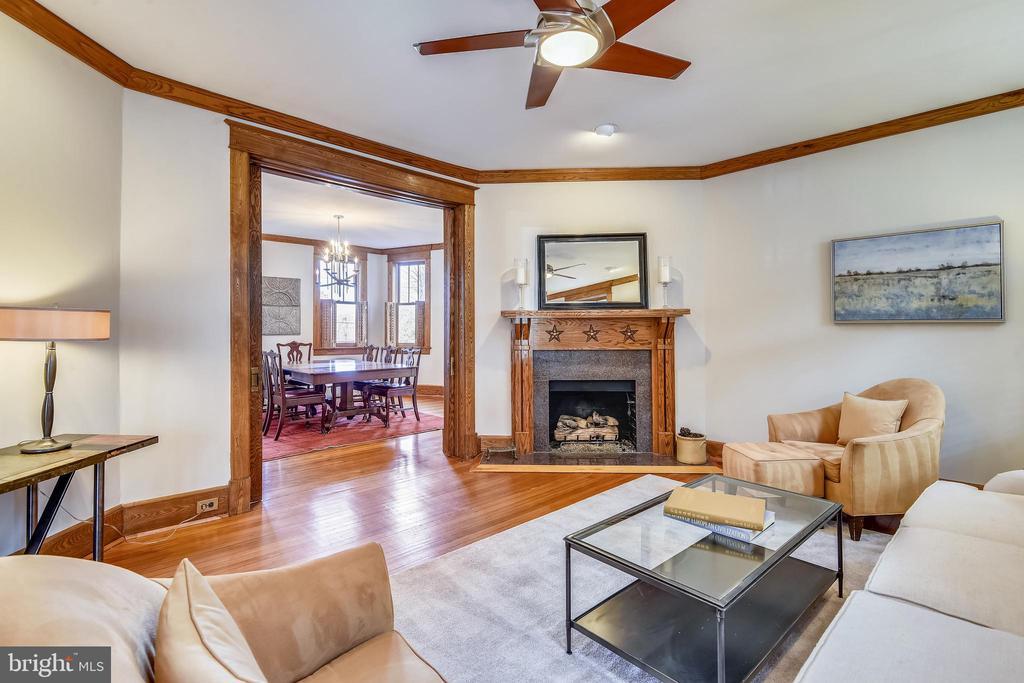 Living Room with Gas Fireplace - 201 W WALNUT ST, ALEXANDRIA