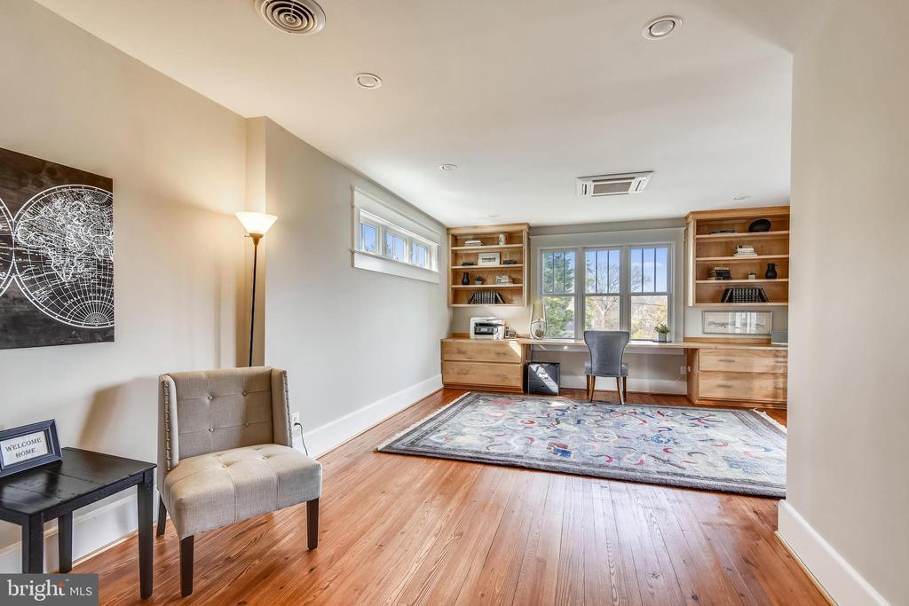 Study or Bedroom 6 on  Upper 1 - 201 W WALNUT ST, ALEXANDRIA