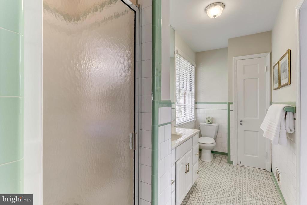 Master Bath - 103 SAINT DUNSTANS RD, BALTIMORE