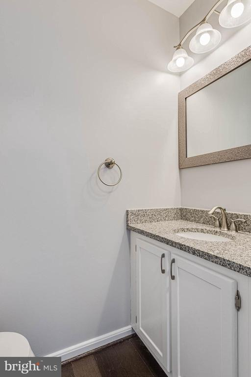Half bath - 13808 CROSSTIE DR, GERMANTOWN