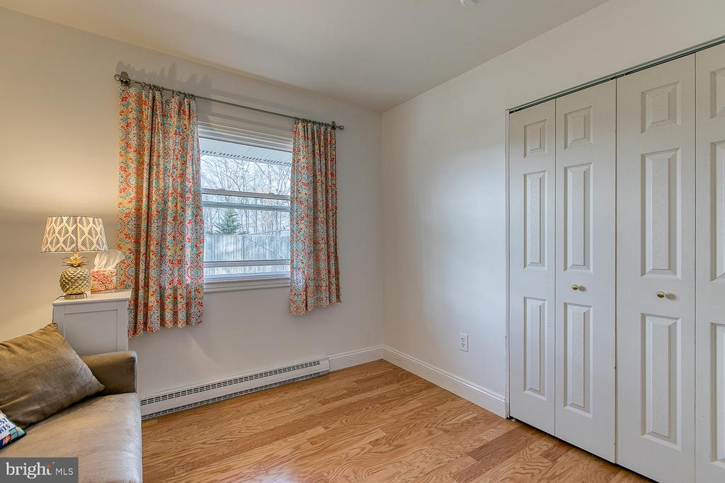 New Window and Hardwoods in bedrooms - 1033 IRONWOOD, STERLING