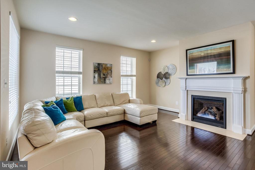 Enjoy gleaming hardwood floors on main level - 44536 STEPNEY DR, ASHBURN