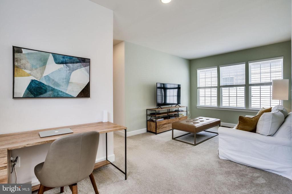 Enter upper level loft area - 44536 STEPNEY DR, ASHBURN