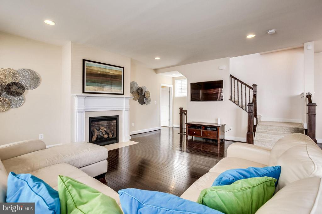 Relax and unwind in this cozy living area - 44536 STEPNEY DR, ASHBURN