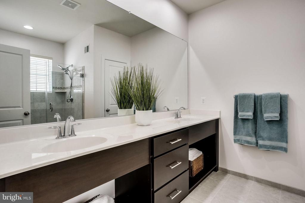 Renew your energy in this modern private bath - 44536 STEPNEY DR, ASHBURN