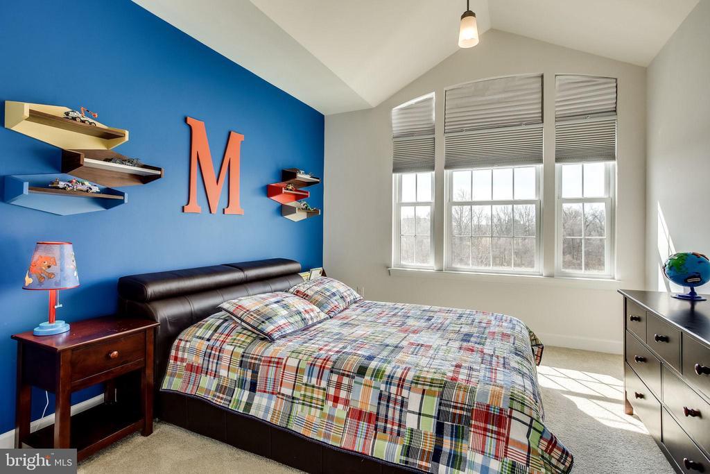 Bedroom 2 with large window on upper level - 44536 STEPNEY DR, ASHBURN