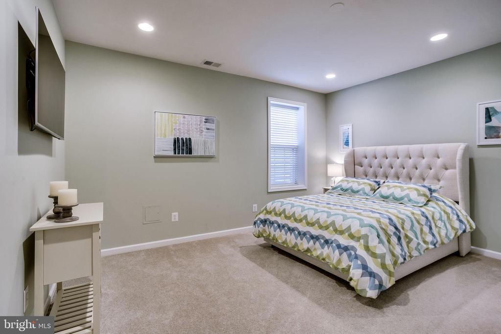 Large bedroom 5 on lower level - 44536 STEPNEY DR, ASHBURN