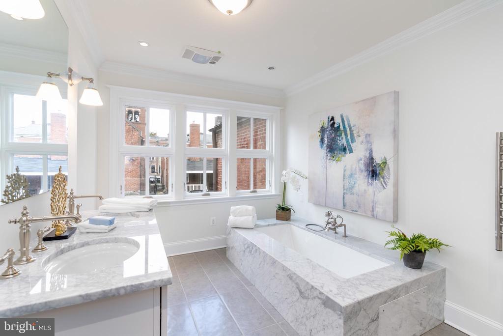 Master bathroom - 2715 N ST NW, WASHINGTON