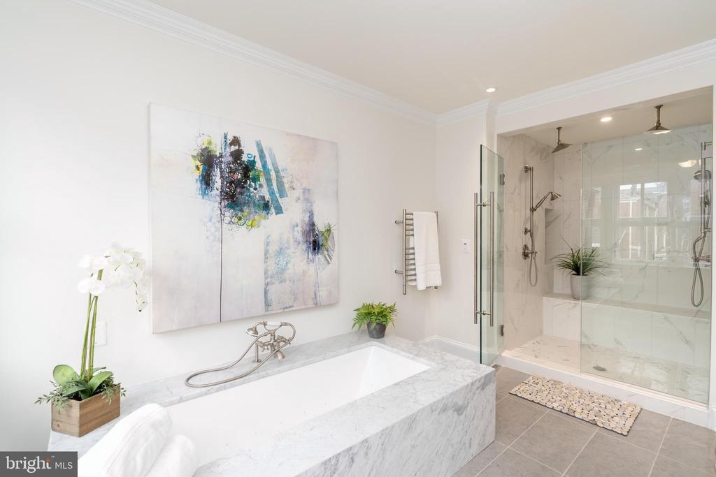 Master bathroom offering Jacuzzi & radiant floor - 2715 N ST NW, WASHINGTON