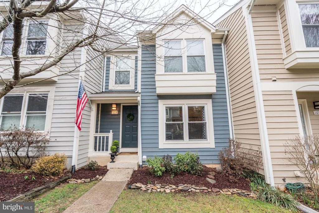 TALK ABOUT GORGEOUS CURB APPEAL! - 1614 OAK SPRING WAY, RESTON