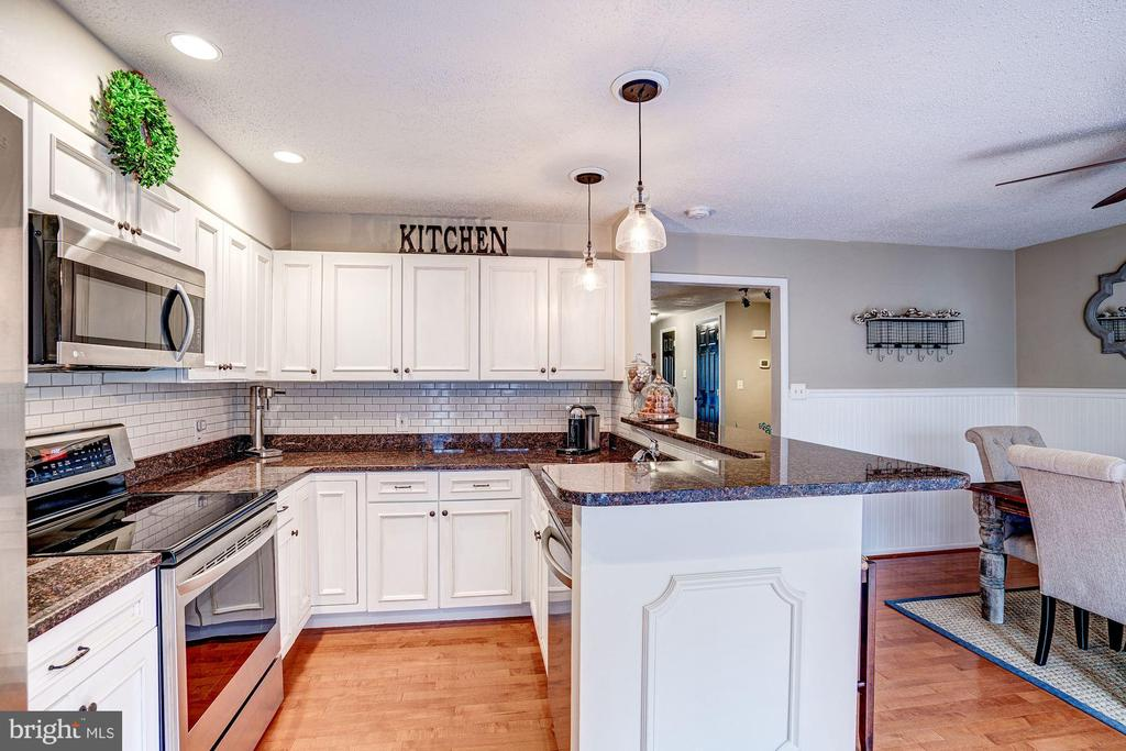 Kitchen - Newer Stainless Steel Appliances! - 1614 OAK SPRING WAY, RESTON