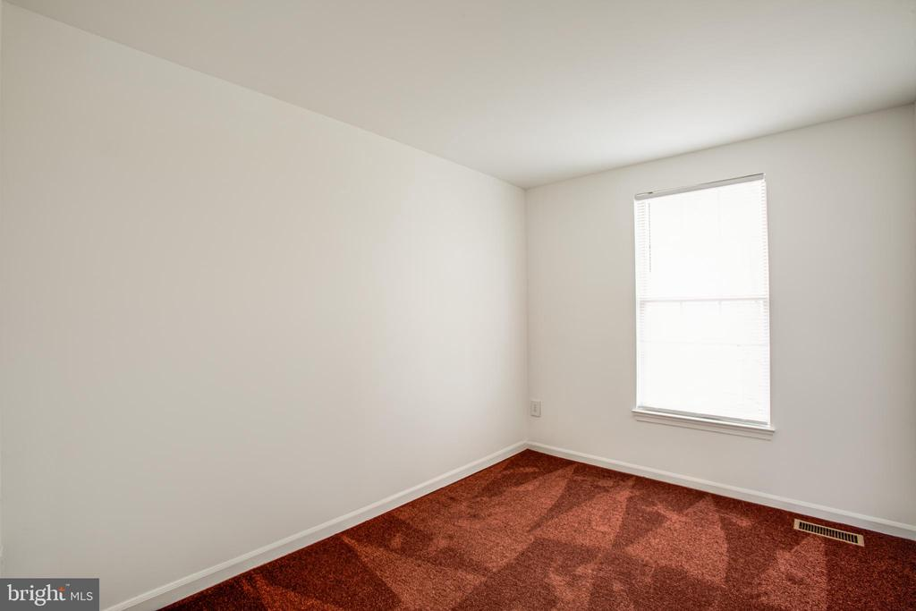 Two additional bedrooms on the upper level - 304 SEDGWICK CT, STAFFORD