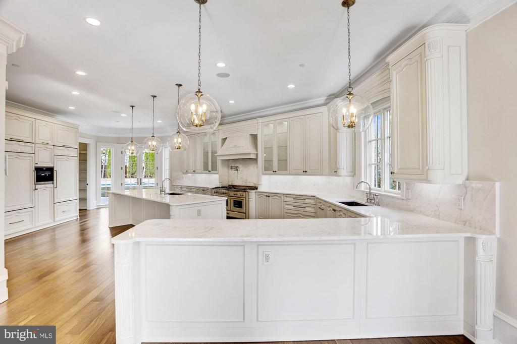 Magnificent Gourmet Kitchen - 3301 FESSENDEN ST NW, WASHINGTON
