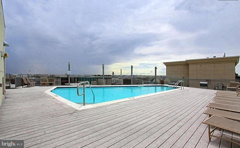 Roof top pool - 555 MASSACHUSETTS AVE NW #202, WASHINGTON