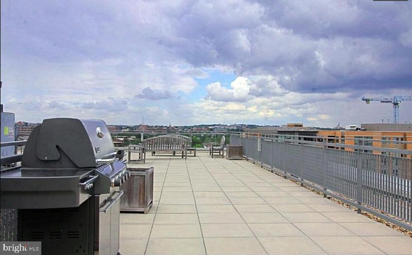 Community grill - 555 MASSACHUSETTS AVE NW #202, WASHINGTON