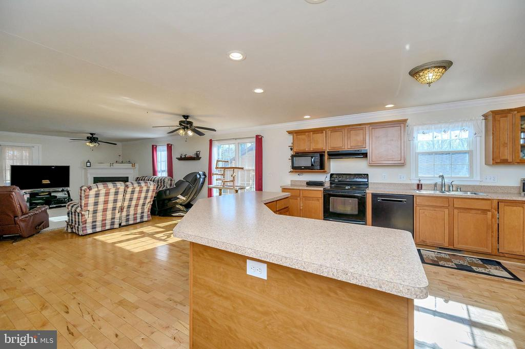 Open floor plan just perfect for entertaining. - 200 SAND TRAP LN, LOCUST GROVE