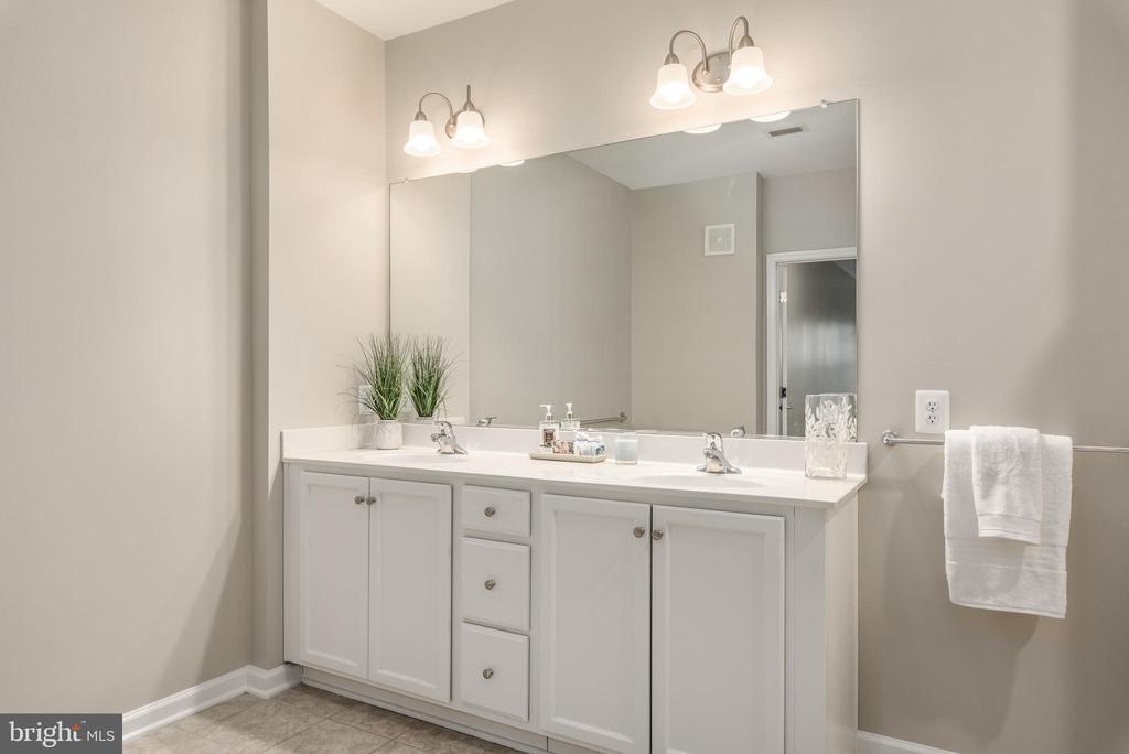Dual Sinks - 20570 HOPE SPRING TER #206, ASHBURN