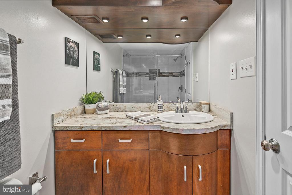 Master Bath with Double Vanities - 4601 N PARK AVE #1706, CHEVY CHASE