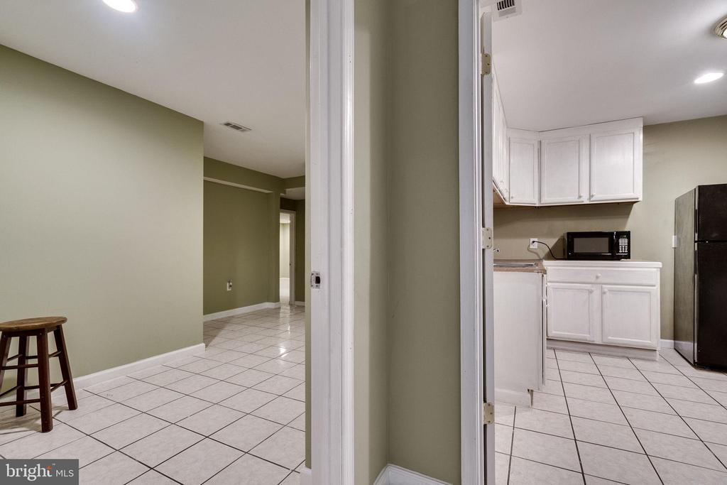Kitchenette/Laundry Room - 19800 HELMOND WAY, MONTGOMERY VILLAGE