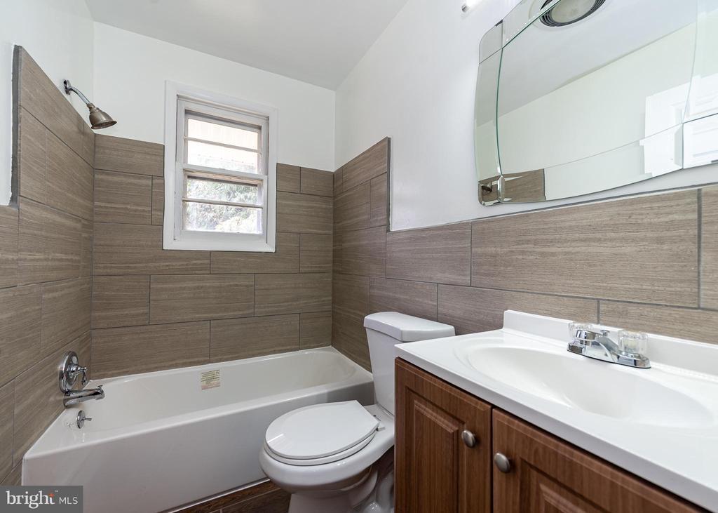 Bath - 6003 DAREL ST, SUITLAND