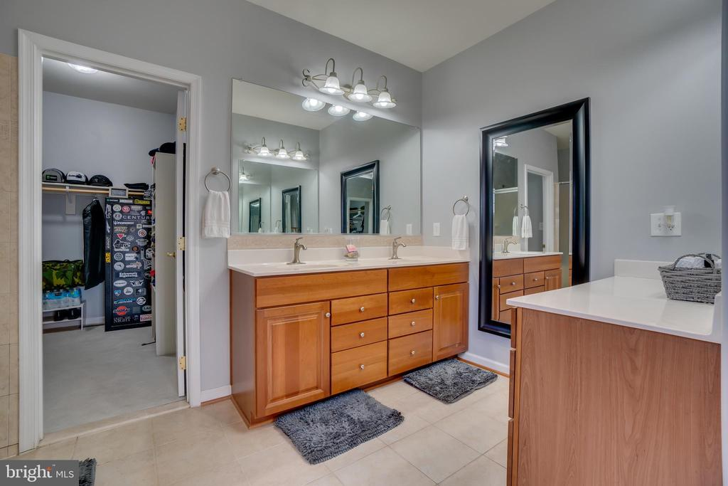 Master Bathroom: Double Vanities - 81 SENTINEL RIDGE LN, STAFFORD
