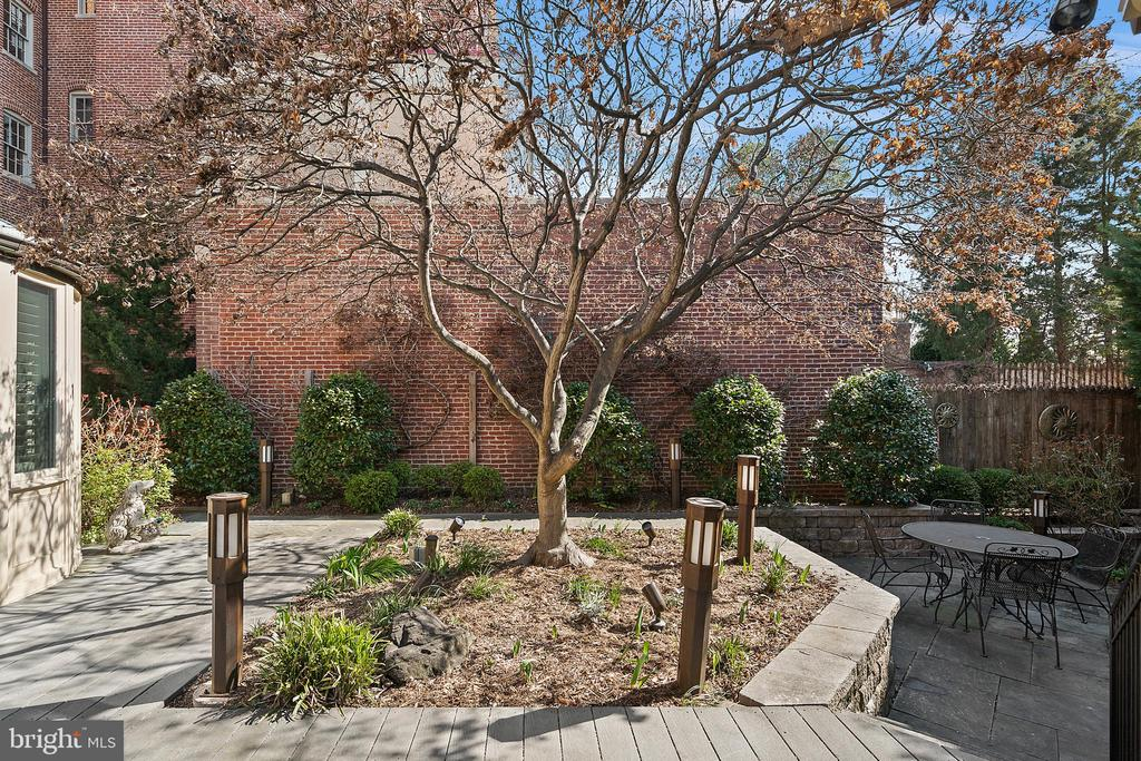 Private landscaped retreat - 2344 S ST NW, WASHINGTON