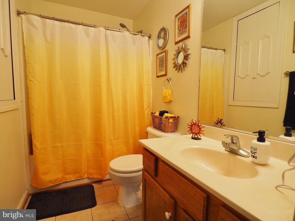 Full Bathroom - 70 DENT RD, STAFFORD