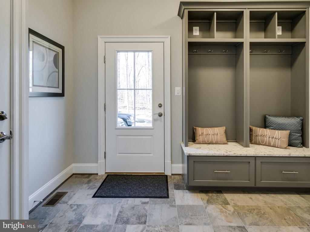 Mudroom with cubbies - 9978 BLACKBERRY LN, GREAT FALLS