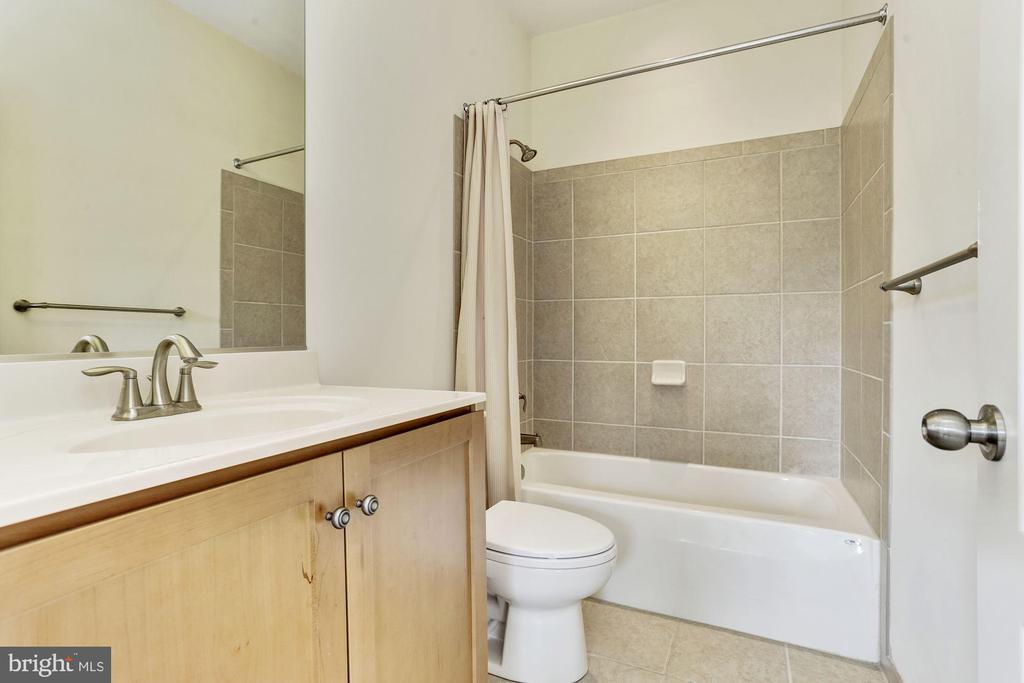 Bath - 11022 BLEVINS DR, CLARKSVILLE