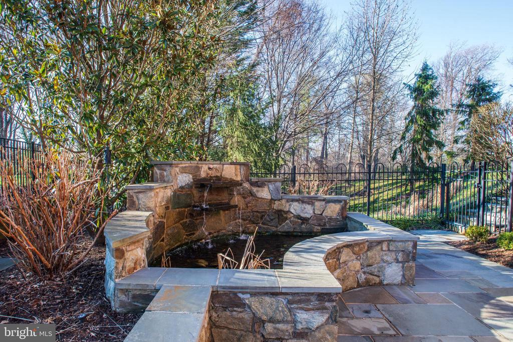 burbling fountain at the north side of the patio - 3818 N RANDOLPH CT, ARLINGTON