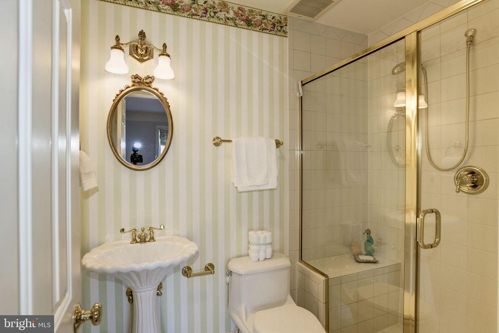 inviting bathroom with cheery wallpaper - 3818 N RANDOLPH CT, ARLINGTON