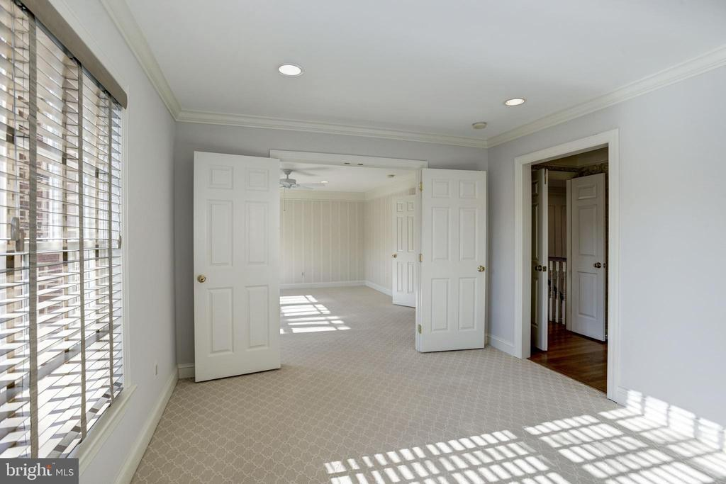 close the doors for privacy or extend the space - 3818 N RANDOLPH CT, ARLINGTON