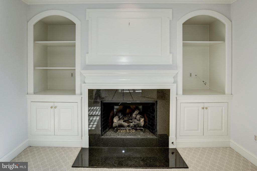 built-ins flank the sitting room's fireplace - 3818 N RANDOLPH CT, ARLINGTON