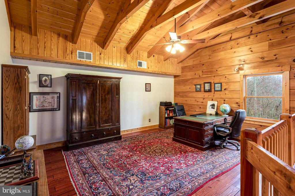 Huge upper level loft/study - 33150 HUMMINGBIRD LN, LOCUST GROVE