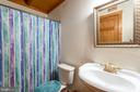 Main level full bath opens to guest room & hallway - 33150 HUMMINGBIRD LN, LOCUST GROVE