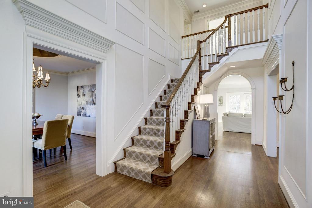 abundant light distinguishes the custom millwork - 3818 N RANDOLPH CT, ARLINGTON