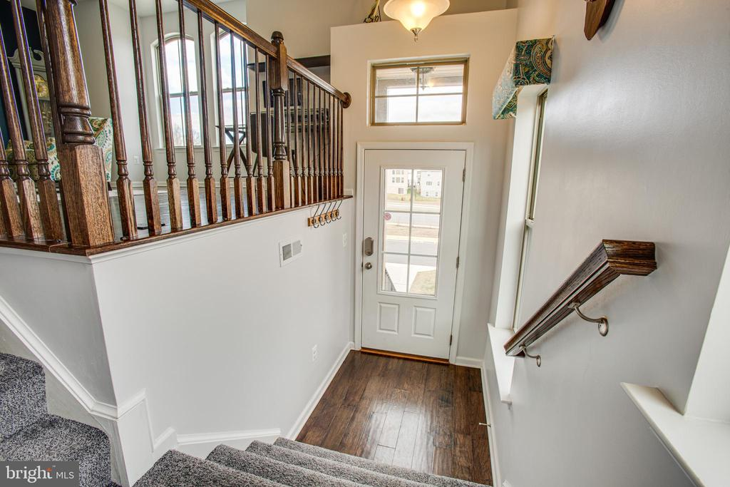 Inviting foyer - 48 SURVEYORS WAY, STAFFORD