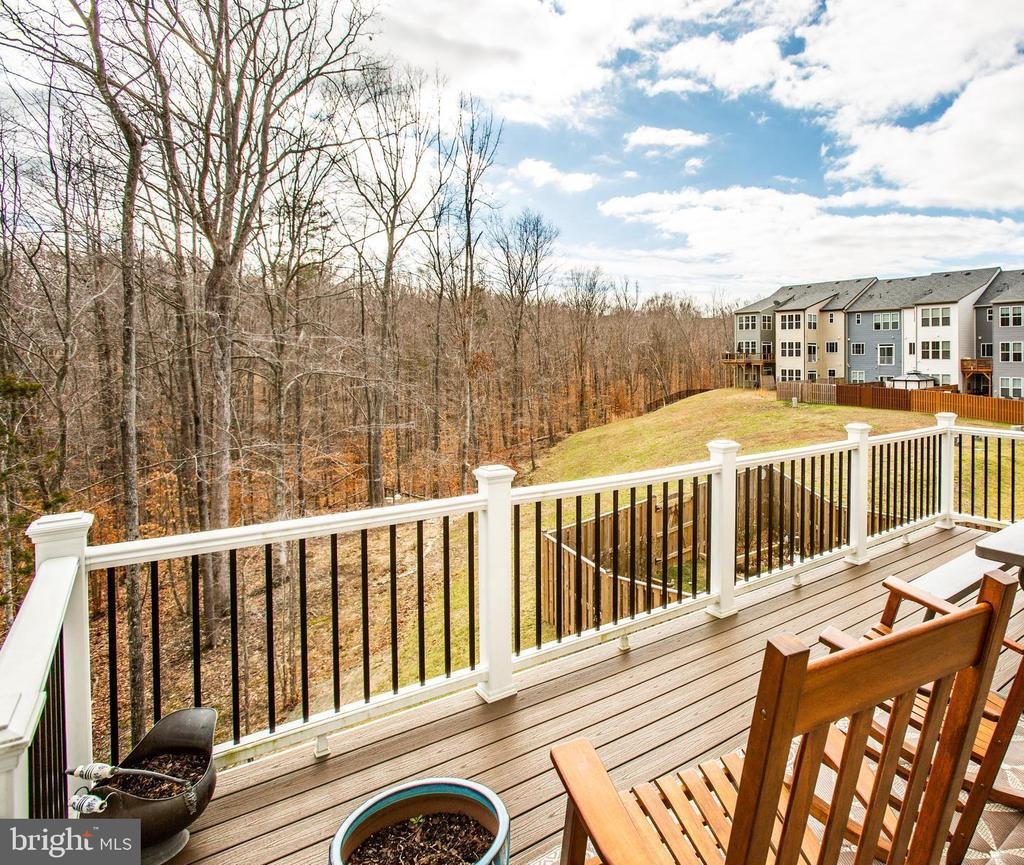 Trex deck built for relaxing - winter view - 48 SURVEYORS WAY, STAFFORD