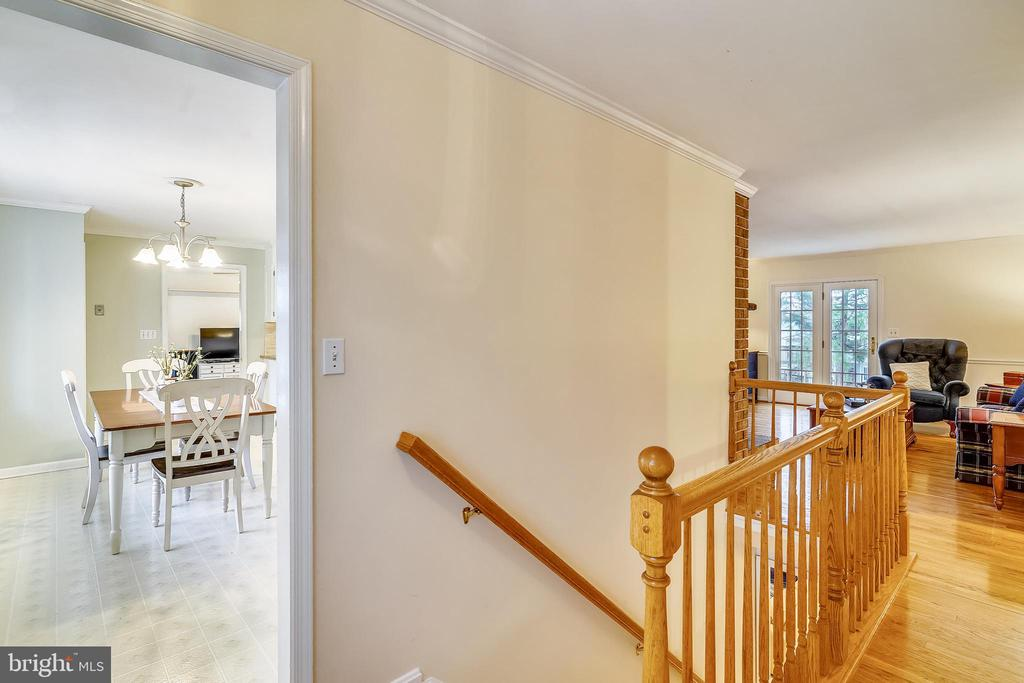 View of Kitchen and Living Rm from Foyer - 24624 RIDGE RD, DAMASCUS