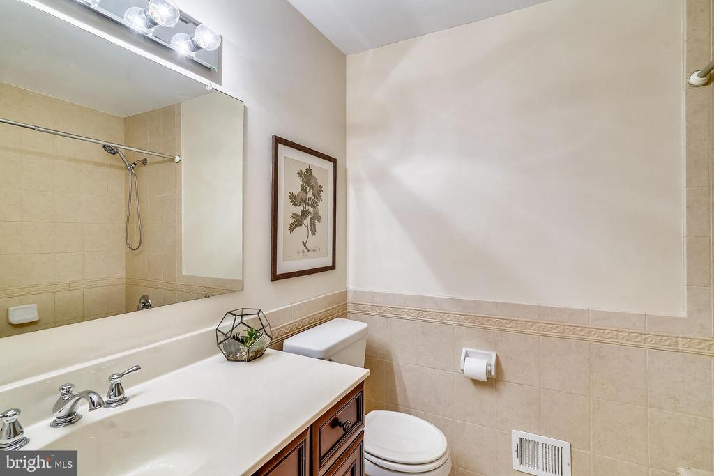 Remodeled Hall Full bath with tile - 24624 RIDGE RD, DAMASCUS