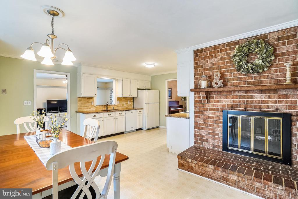 Breakfast Room in front of Kitchen Fireplace - 24624 RIDGE RD, DAMASCUS