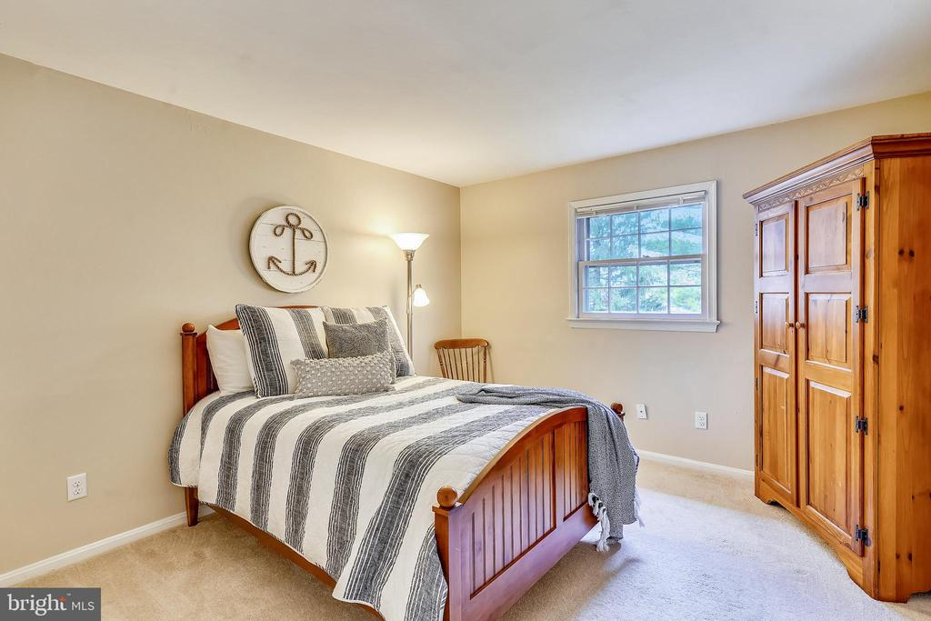 Nice Sized Main Level Bedroom - 24624 RIDGE RD, DAMASCUS